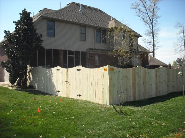 Berea KY Scalloped Privacy Fence